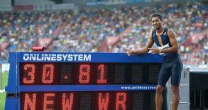 Wade Van Niekerk Just broke 300m World Record set by Michael Johnson