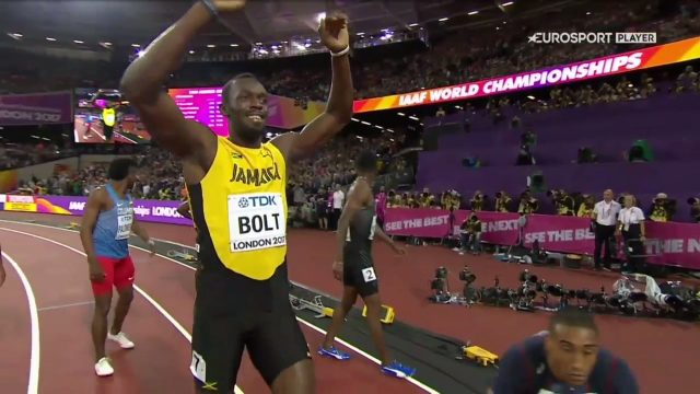 Usain Bolt wins heat in 10.07, qualifies for 100m semifinals at the London World Championships.