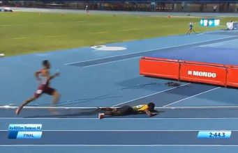 Team Jamaica goes down in the Men's 4x400m at The Central American And Caribbean Games